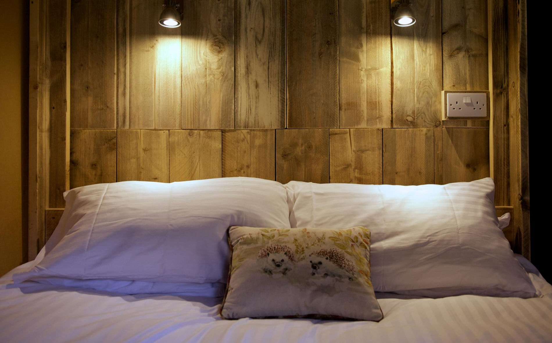Soft, cosy bedding in western style lodges