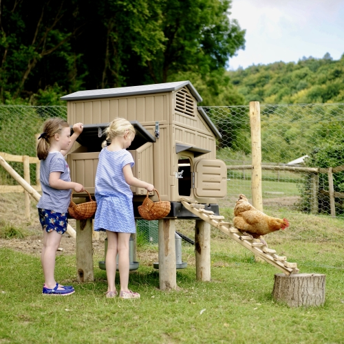 Family Friendly hens at Glamping at Loose Reins - Reconnect with nature